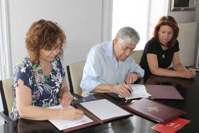 El Ayuntamiento de Alcázar renueva convenio con AFAS para la gestión del centro Frida Kahlo