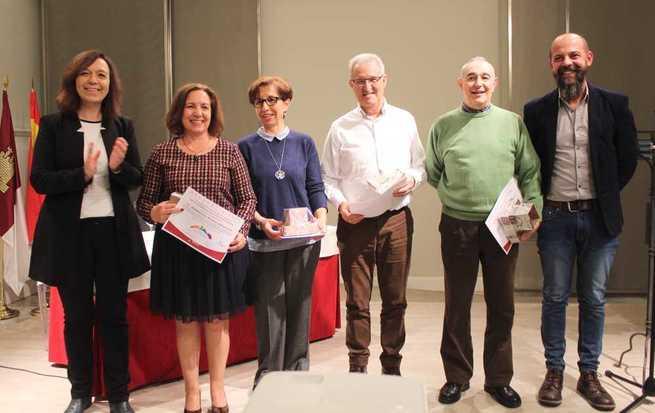 Alcázar conmemoró el Día de las Ciudades Educadoras homenajeando al profesorado que se jubila y dando la bienvenida a quienes se incorporan en esta tarea