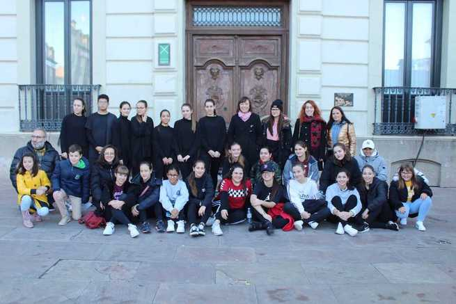 Niñas y niños de Alcázar tomaron la Plaza de España para pedir que se cumplan los Derechos de la Infancia