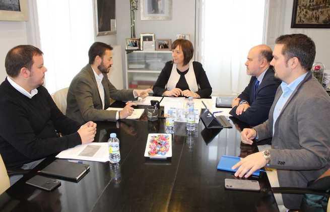 Escudero se compromete con la alcaldesa alcazareña para seguir trabajando en el desarrollo sostenible de la ciudad