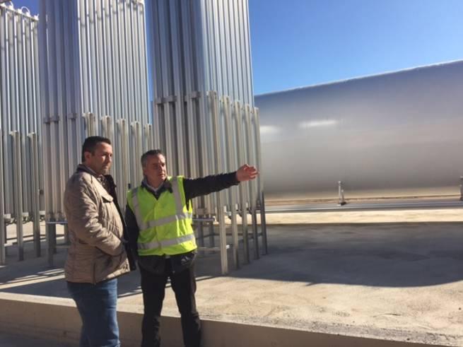 Imagen: El alcalde de Malagón visita los nuevos depósitos de Gas Natural
