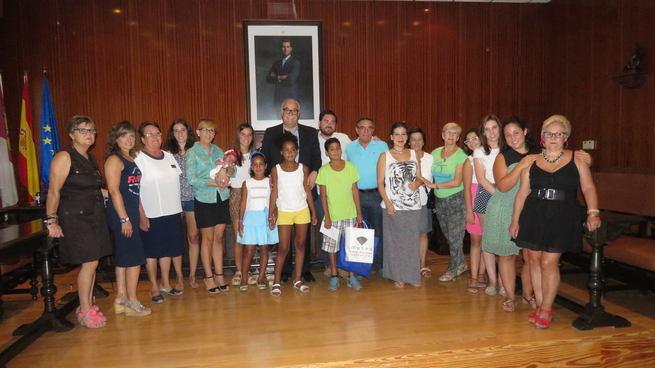 El Ayuntamiento de Manzanares recibe a los tres niños saharauis acogidos este verano por familias manzanareñas