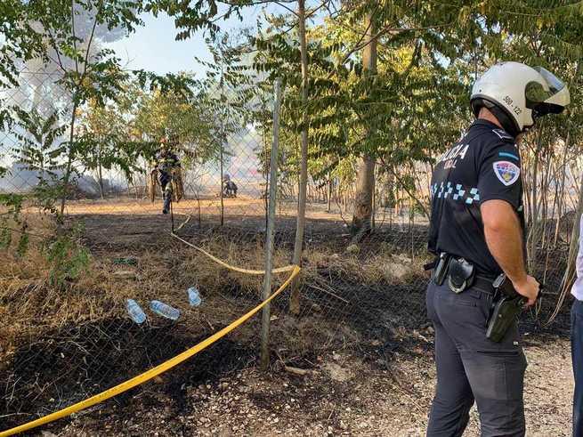 Un bombero municipal resulta herido en las tareas de rescate de un menor durante el incendio registrado en Toledo tras la Fábrica de Armas