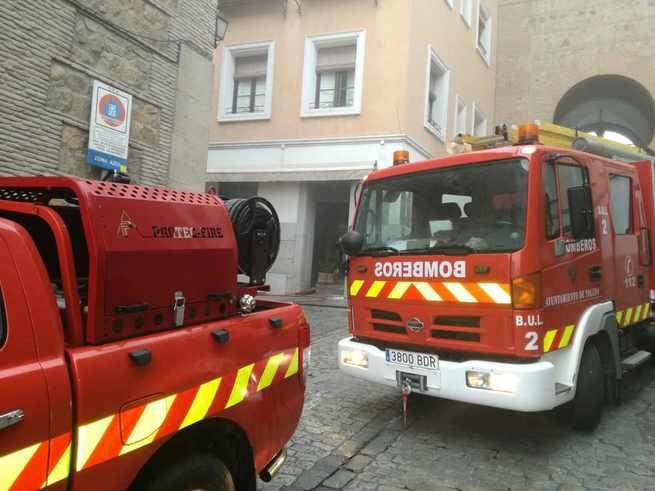 Un incendio en el restaurante Cuchara de Palo en Toledo obliga a desalojar a los vecinos del edificio