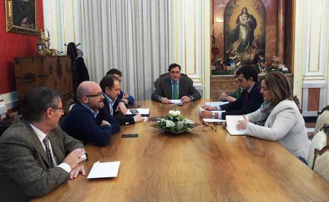 El nuevo servicio de mantenimiento y limpieza de parques y jardines de Cuenca aumenta un 15% la superficie atendida