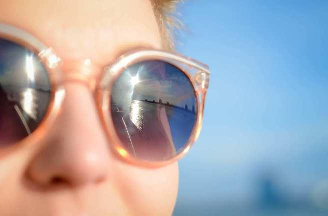 Una de cada tres personas que usan gafas de sol se expone a sufrir graves problemas oculares al adquirirlas sin el consejo de un óptico-optometrista