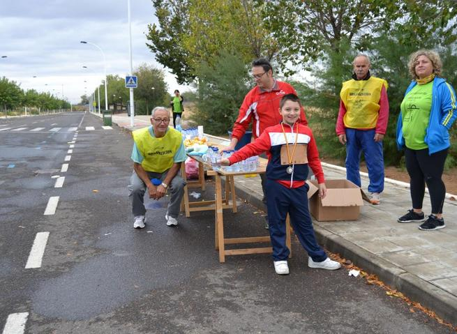 Imagen: Un 10 para los voluntarios que animaron a corredores y escolares de la 20ª Quixote Maratón de Castilla-La Mancha
