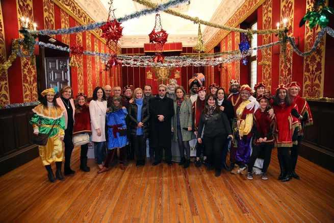 La Alcaldese de Toledo recibe a Sus Majestades los Reyes Magos de Oriente en el Ayuntamiento y les desea una feliz y mágica noche