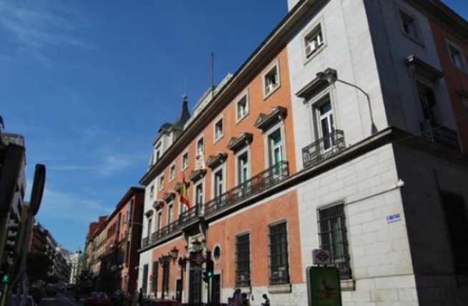 Piden a 656 ayuntamientos que retiren los vestigios del franquismo de sus municipios