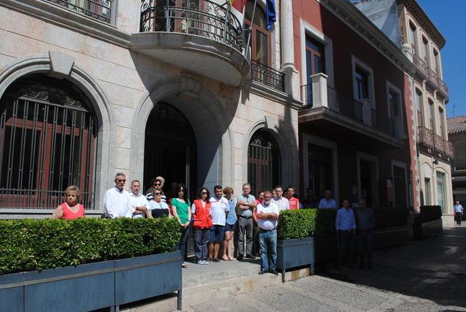 Imagen: Valdepeñas condena con silencio el atentado de Niza