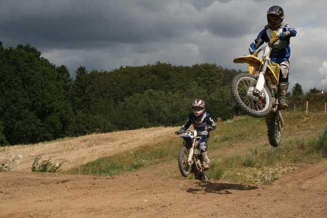 ¿Es necesario un equipamiento de calidad para los usuarios de motos de cross?