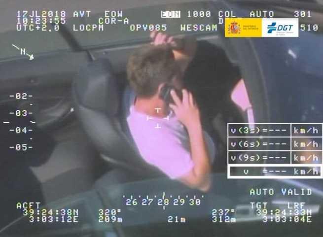 El uso del móvil al volante sigue siendo la distracción más frecuente mientras se conduce