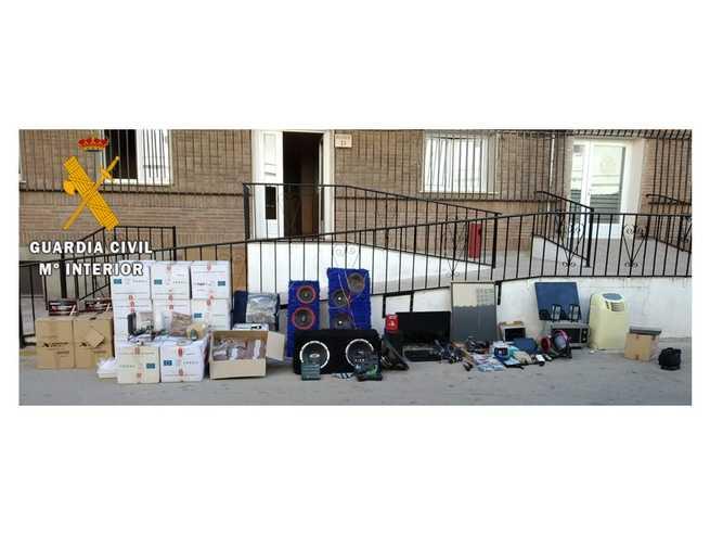 La Guardia Civil detiene a tres personas relacionadas con tres delitos de robo cometidos en la localidad de Noblejas