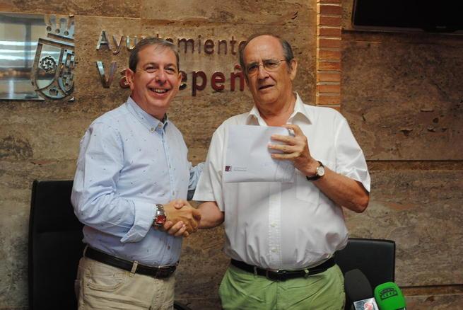 Imagen: El IV Ciclo Cultural 'Las Notas del Vino' logró recaudar 2.624 euros para Cáritas Valdepeñas