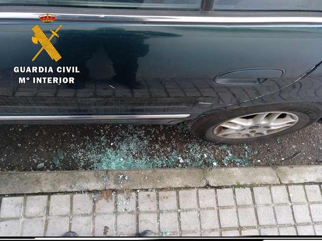 La Guardia Civil ha detenido a dos personas en Ocaña cuando intentaban robar en un vehículo