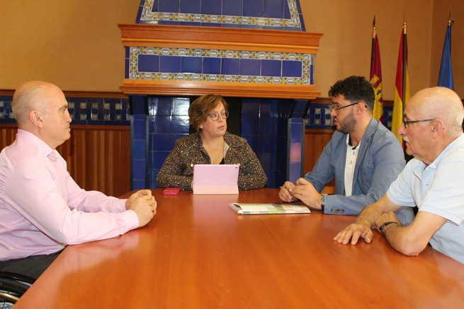 El Gobierno regional se interesa por el trabajo diario y las actividades programadas de la asociación Asmicrip de Campo de Criptana