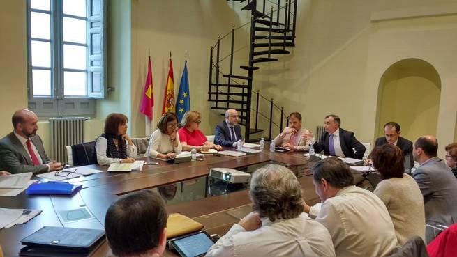 Imagen: La Junta simplificará y eliminará trámites innecesarios para que la relación de los ciudadanos con la Administración sea ágil y moderna