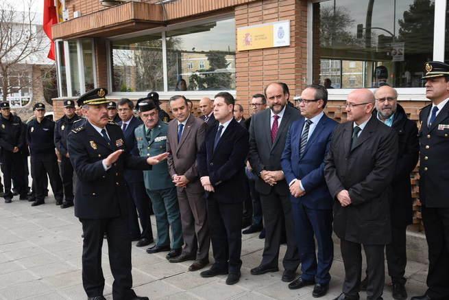 Imagen: El presidente García-Page recuerda a las víctimas del atentado de Kabul