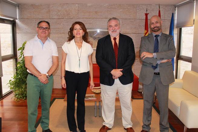 La Junta reconoce el trabajo del grupo de entidades de la ONCE en la gestión de recursos sociales de atención a mayores en la región