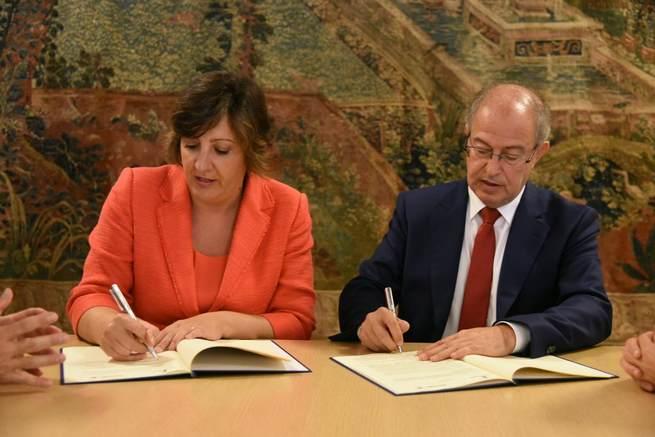 El Gobierno regional firma un convenio con Ibercaja para el desarrollo del programa Financia Adelante