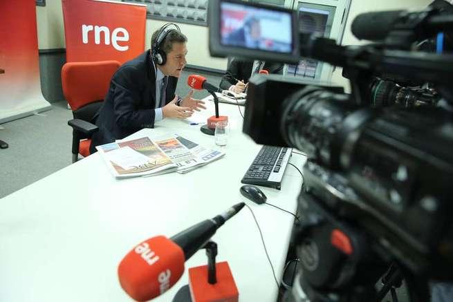 El presidente García-Page aboga por aplicar el artículo 155 de la Constitución en el caso de que Puigdemont declare la independencia