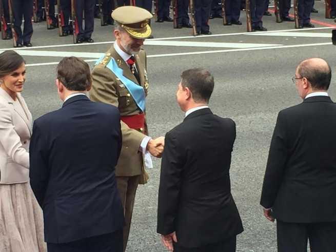 """El presidente García-Page reafirma su apoyo a la figura del rey Felipe VI y a su """"buen hacer"""" ante el desafío independentista"""