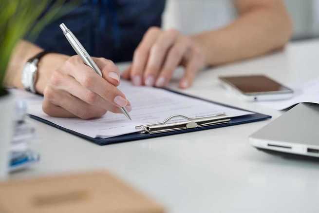 El Gobierno regional suscribe un seguro que cubre la defensa jurídica del personal docente que se enfrente a procesos derivados de su labor