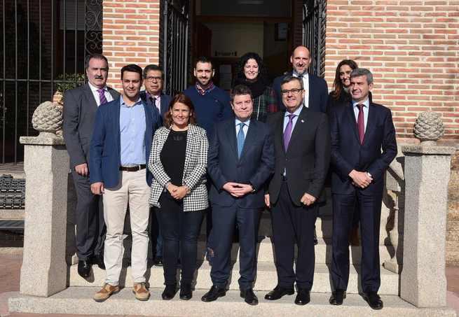 El presidente de Castilla-La Mancha se compromete a renovar su juramento a la bandera española en la Academia de Infantería de Toledo