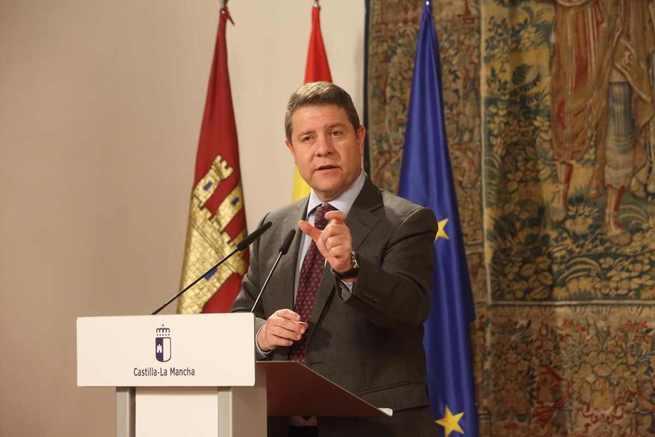"""El presidente García-Page considera un """"auténtico drama para el PP y Ciudadanos"""" el documento programático de VOX para Andalucía"""