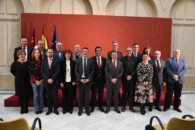 El presidente de Castilla-La Mancha firma un protocolo para el desarrollo de FENAVIN, inaugura un congreso de mayores y nuevas tecnologías y presenta la 'Ciudad Administrativa'