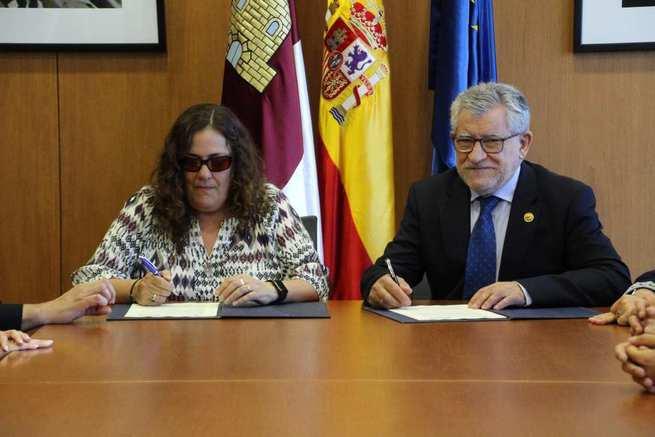 El Gobierno regional y la ONCE acuerdan actuaciones para que el alumnado con ceguera o deficiencia visual grave tenga garantizado una educación inclusiva