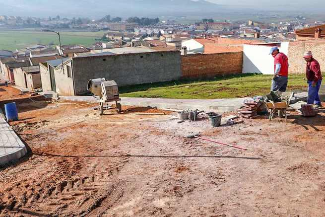 El Ayuntamiento de Almodóvar completa la urbanización de varias calles en el barrio de El Calvario