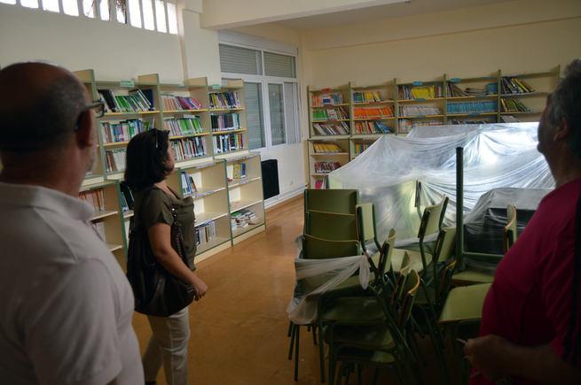 La concejala de Educación de Ciudad Real supervisa las labores  de pintura que se están llevando en los colegios