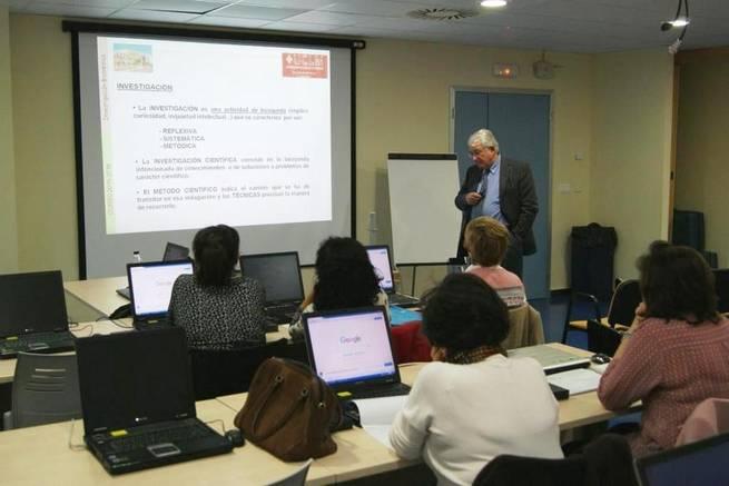 Imagen: Una conferencia del doctor Felíu da inicio al Curso sobre Investigación Biomédica del Hospital de Valdepeñas