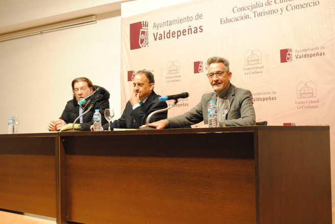La Confianza acogió la presentación de la novela histórica 'Ensayo novelado de Ramiro Ledesma Ramos'