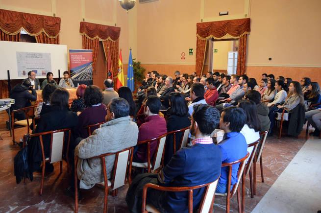 Pilar zamora en la presentaci n de proyectos para el barrio del pilar ciudad real va a cambiar - Centro de salud barrio del pilar ...