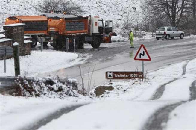 Se activan 1.418 máquinas quitanieves y 245.460 toneladas de fundentes para las carreteras españolas
