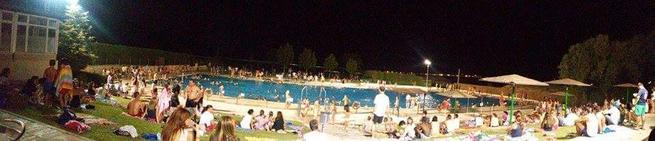 Imagen: Actividades acuáticas nocturnas en Piscina Municipal