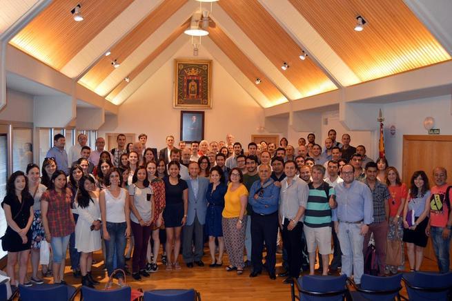 Imagen: Nicolás Clavero recibe a los 82 alumnos participantes  en los Postgrados Iberoamericanos de la UCLM