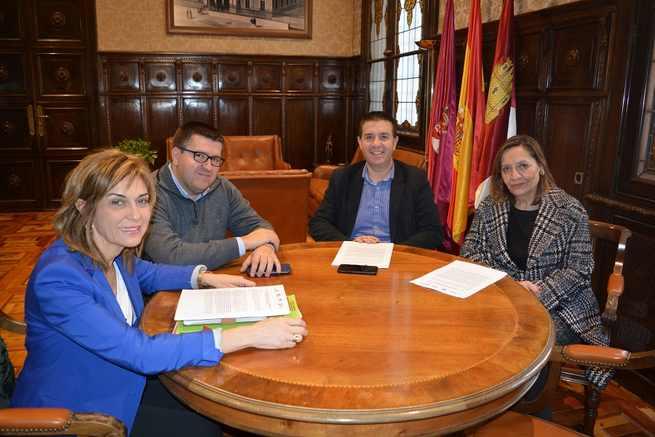 Cabañero se compromete con CC.OO. y la UGT a trabajar para que la contratación pública de la Diputación de Albacete sea cada vez más socialmente responsable