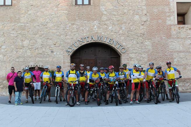 17 ciclistas de Torrijos y Aspe han iniciado hoy la ruta del hermanamiento en bicicleta