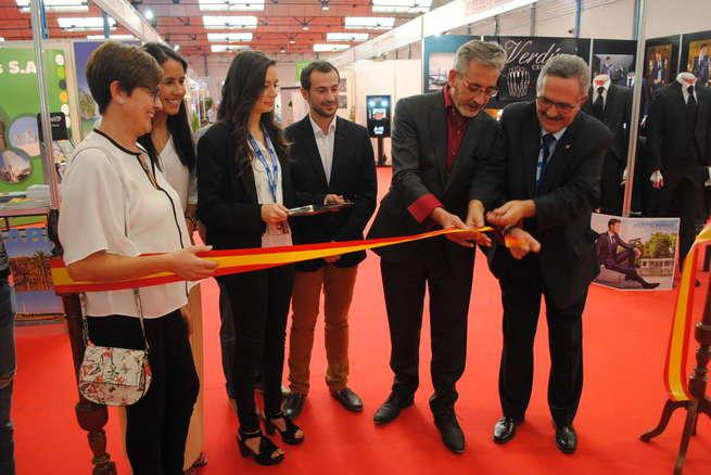 El alcalde de Valdepeñas inauguró el 'II Salón Hogar, Novios, Regalos y Eventos'
