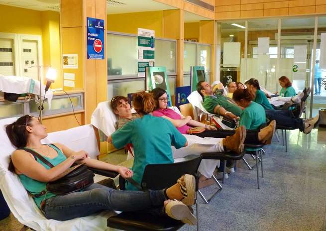 """Un centenar de donantes acuden a la primera jornada de donaciones de sangre celebrada en el hospital """"Virgen de Altagracia"""" de Manzanares"""