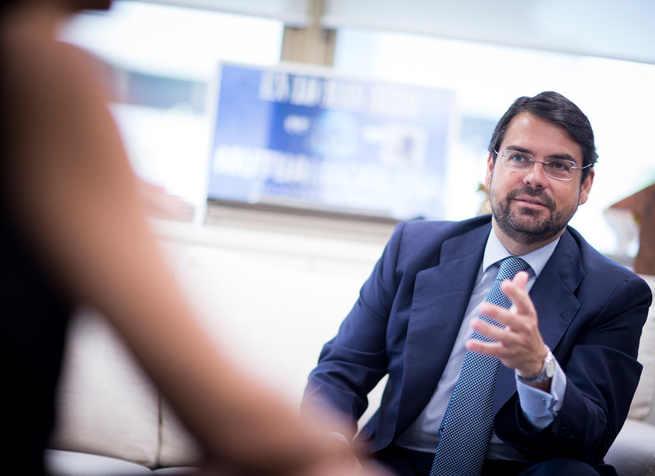 Javier Mira y Eurocaja Rural firman un acuerdo de colaboración para distribuir los seguros de auto de Mutua Madrileña