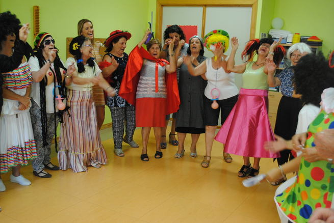 Carcajadas y buen humor en el Taller de Risoterapia del Centro de Mayores Municipal del Lucero de Valdepeñas