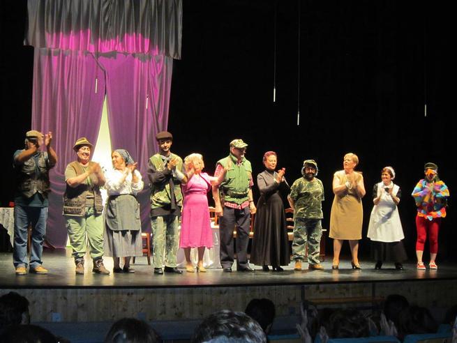 Imagen: Villacañas festejó el Día del Abuelo con muchas risas en el teatro