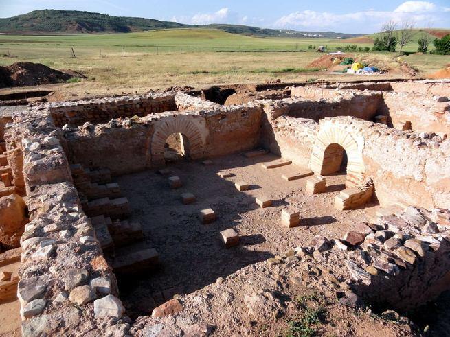 Técnicos de la Junta inspeccionan la villa romana de La Ontavia de Terrinches, que aspira a ser Bien de Interés Patrimonial