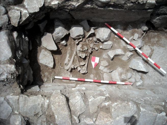 Imagen: Hallada un tumba de 4.000 años en Terrinches, en perfecto estado de conservación en su yacimiento BIC Castillejo del Bonete