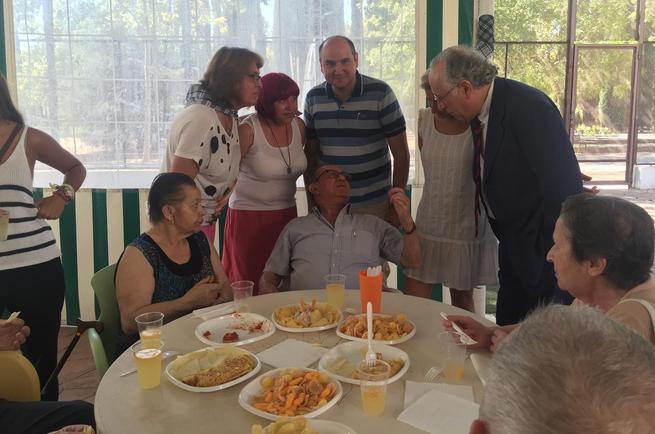 Los directores provinciales de Sanidad y Hacienda, en la tradicional limoná que ofrece el Centro de Respiro Alois Alzheimer Ciudad Real