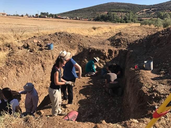 Por primera vez en la historia se realizan excavaciones por la aparición de un posible yacimiento del Paleolítico en la aldea de El Sotillo (Malagón)